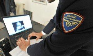 Materiale mostrato durante la conferenza stampa della polizia postale di Genova nell'ambito di una operazione che ha portato alla denuncia di decine di persone in tutta Italia per aver scaricato on-line film e telefilm coperti dal diritto d'autore, stamani 14 settembre 2010. ANSA/LUCA ZENNARO