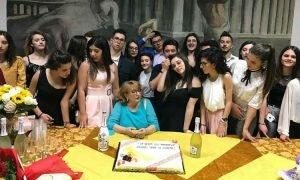 """A Leonforte Fina Sciuto si congeda dai suoi alunni con il libro """"Grazie, Sophia"""""""